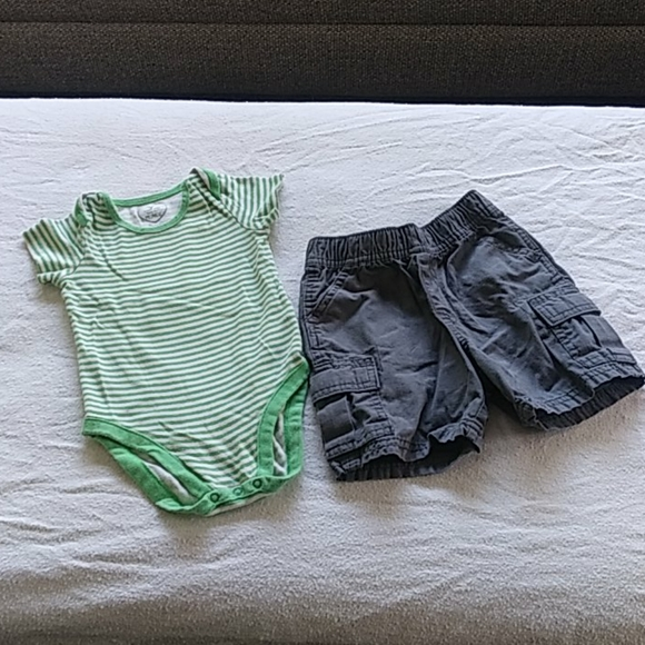 2/$10 The Children's Place 2 pc Outfit